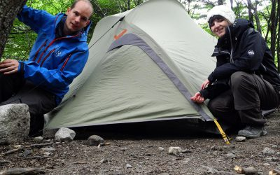 Macht Spass: Zelt steht bevor der Regen kommt