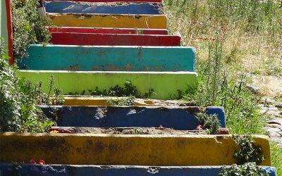 Treppen führen auf die Hügel...