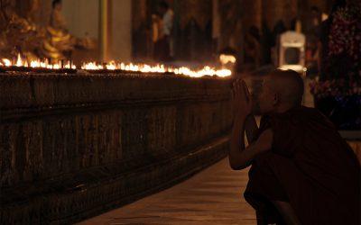 Ein Mönch in Yangon